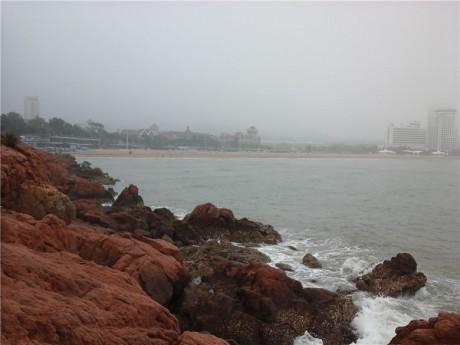 青岛红礁石图片