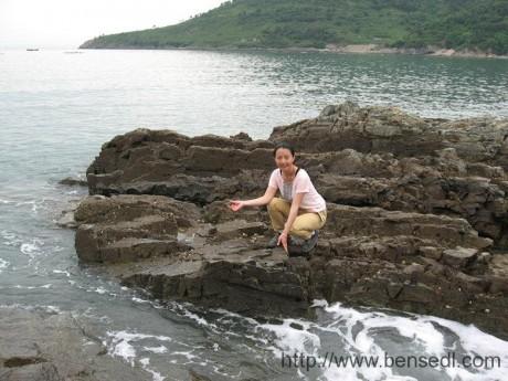 崂山大试金湾礁石图片