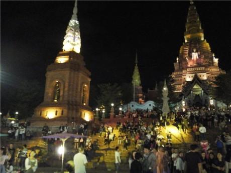大金塔夜景图片