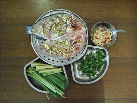 西双版纳香茅草烤鱼图片2