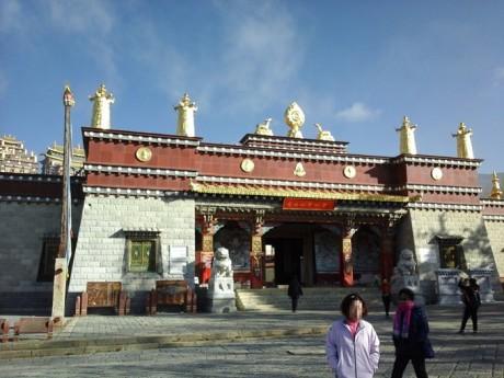 松赞林寺入口图片