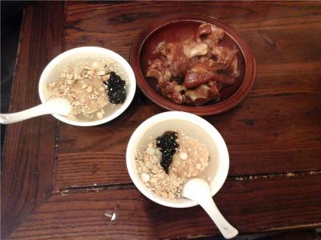 青岩卤猪脚和糕耙稀饭图片