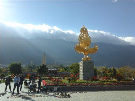 云南大理崇圣寺三塔图片